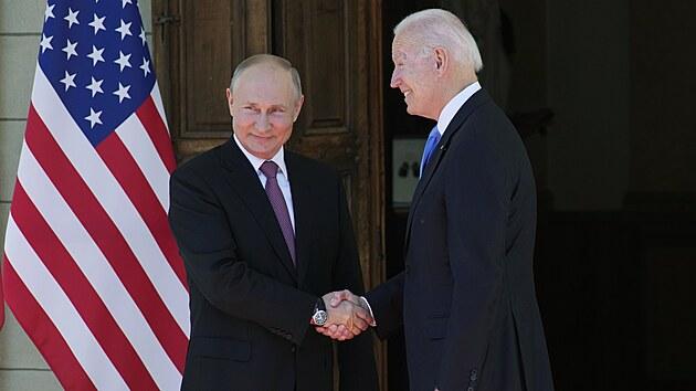 Naši ambasadoři se vracejí na svá místa, oznámil Putin po jednání s Bidenem