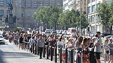 Fronta do Primarku se táhla až k soše sv. Václava