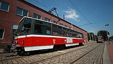 Praha se po čtvrt století loučí s tramvají T6A5