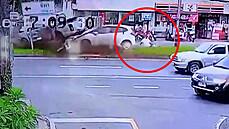 Žena zázrakem unikla jisté smrti při děsivé nehodě