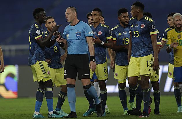 """Brazílie udolala Kolumbii, pomohla """"přihrávka"""" od rozhodčího i maxi nastavení"""