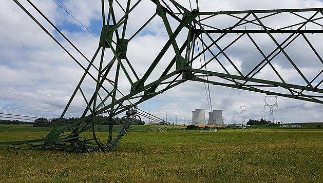Bouře pokácela stožáry u Temelína, elektrárna odstavila druhý blok
