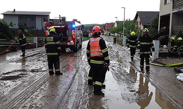 Další bouřky zaměstnávají hasiče na jihu Moravy, zatím mají přes 20 výjezdů