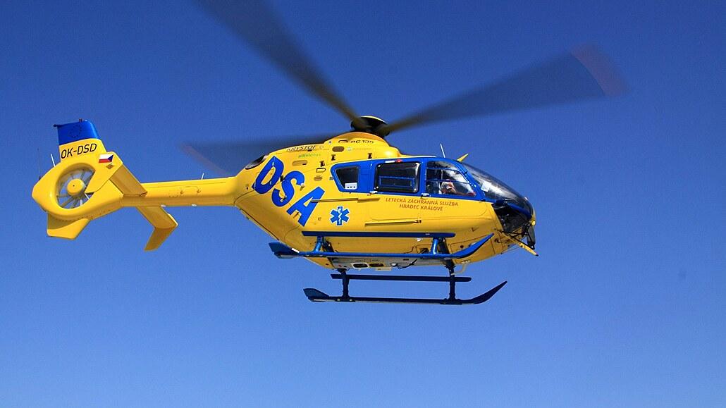 Holčičku opařil čaj z prasklé konvice, pro dítě letěl vrtulník