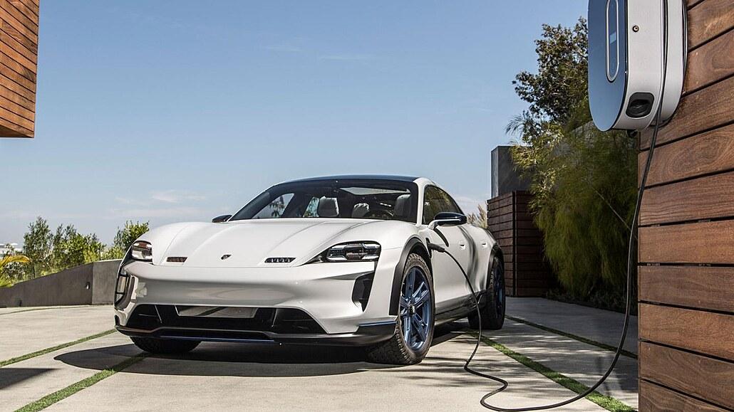 Dávají elektromobily smysl? V Rozstřelu odpoví dopravní expert ČVUT