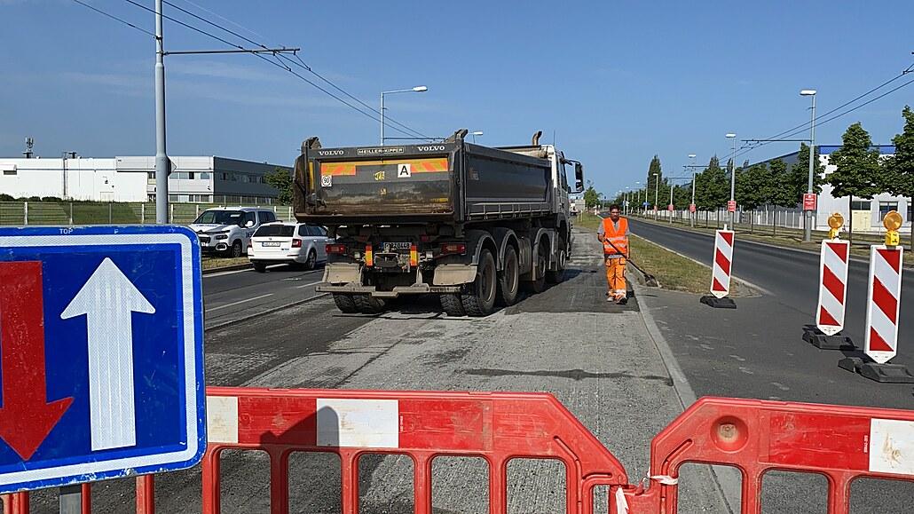 Kvůli opravě Folmavské ulice čekala na řidiče v Plzni tříkilometrová kolona