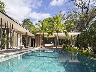 Koupel pod palmami je osvěžující za každé situace a architekti ji vyzdvihují...