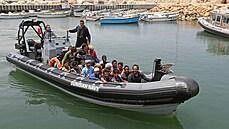 U Tuniska utonulo nejméně 17 migrantů, dalších 380 se povedlo pobřežní stráži zachránit