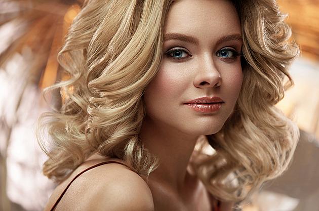 Chraňte vlasy před sluncem. Šest triků, které zabrání jejich poškození
