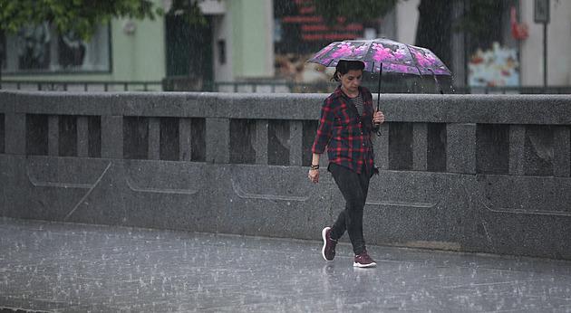 Deštivé léto v Česku pokračuje, ryze letní počasí slibuje jen sobota