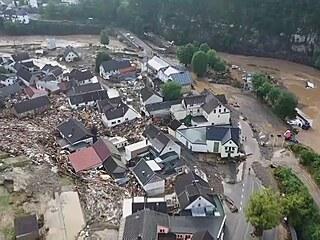 Letecké záběry ukazují totální zkázu po povodních v Německu