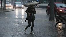 Česko o víkendu opět zasáhnou silné bouře s přívalovým deštěm, hrozí povodně. Ohroženo je několik krajů