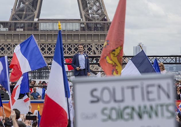 Francie hlásí masivní protesty proti covidovým opatřením. Lidé protestují i jinde
