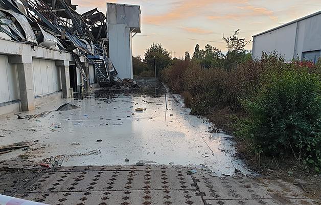 Voda z požáru v Uhříněvsi mohla kontaminovat rybník, platí zákaz koupání