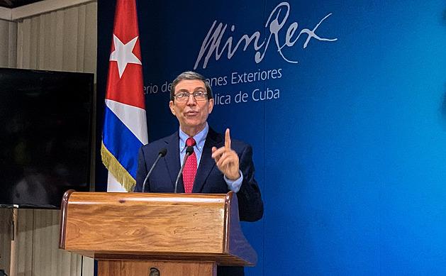 Velvyslanectví Kuby ve Francii zasáhly zápalné láhve, oheň uhasili diplomaté