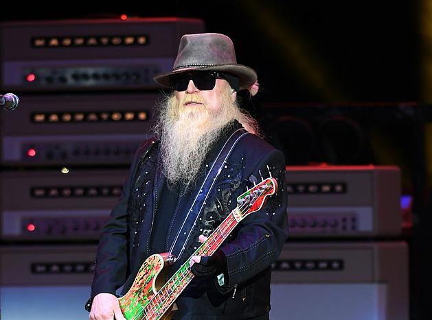 Zemřel vousáč Dusty Hill, baskytarista blues rockové skupiny ZZ Top