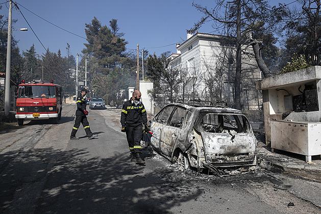 Úterní požár nedaleko Atén způsobil včelař, zasahovalo přes 300 hasičů