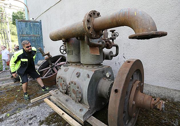 Zachráněné historické kompresory se z Schichtovy továrny stěhují do muzea