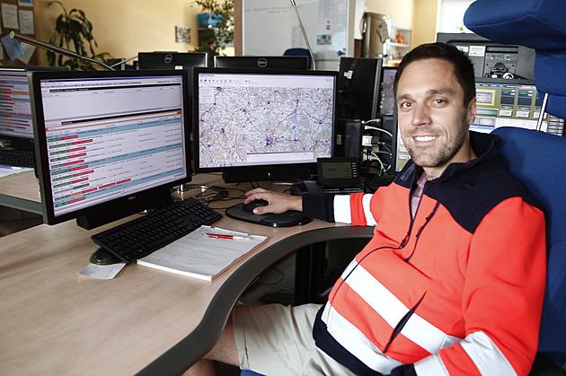 Lékař Jakub Hájek popisuje vypjaté situace a práci na operačním středisku zdravotnické záchranné služby.
