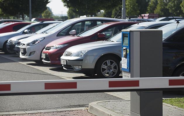 Plať, nebo jeď vlakem či autobusem. Olomouc přespolním zpoplatní parkování
