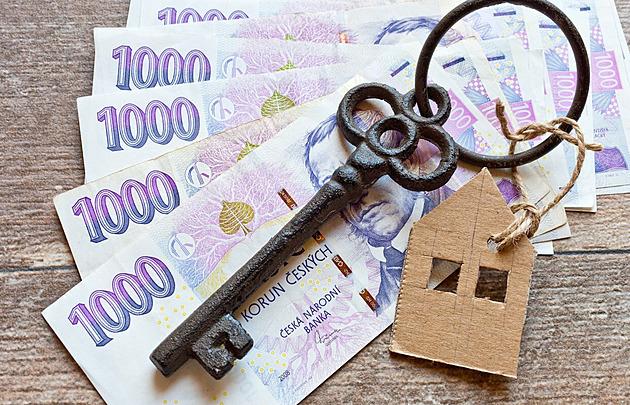 Hypotéky překonaly za pololetí celoroční objemy. Sazby dál rostou