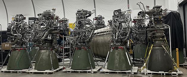 SpaceX otestovala obří raketu Super Heavy na zemi a už chystá tu pro let