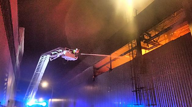 Noční požár haly na Bruntálsku způsobil škodu za dvě stě milionů korun