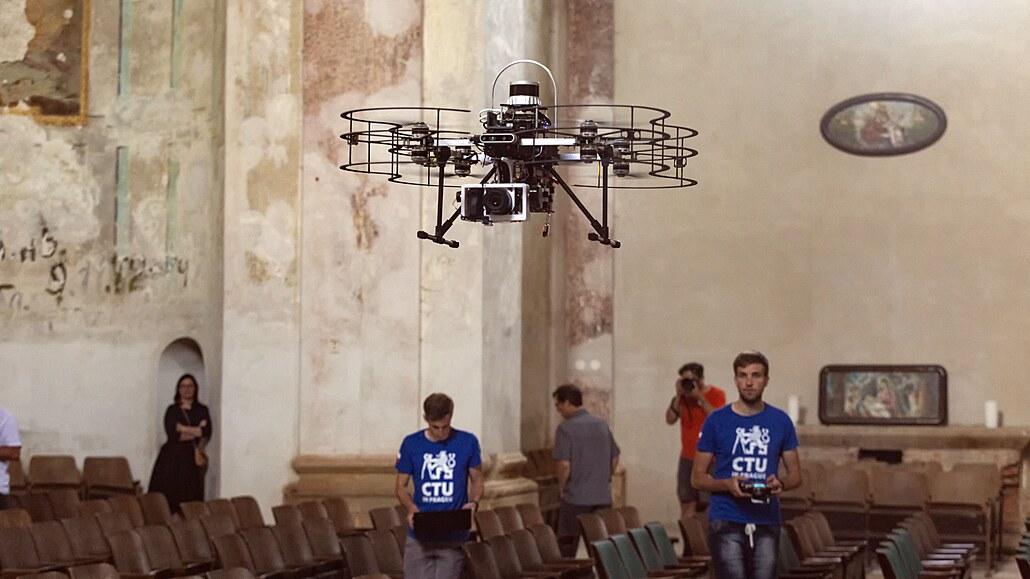 V chrámu ve Staré Vodě na Libavé se roztočily vrtule projektu Dronument