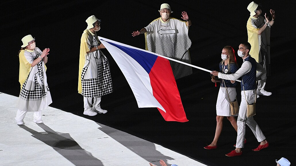 Olympiádu v Tokiu zažehla Ósakaová, českou vlajku nesli Satoranský a Kvitová