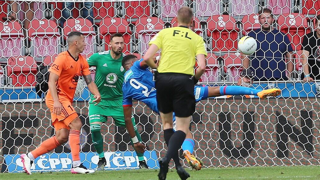 Plzeň - Boleslav 2:1, body za první půli a dvě střely, za hosty snižoval Škoda