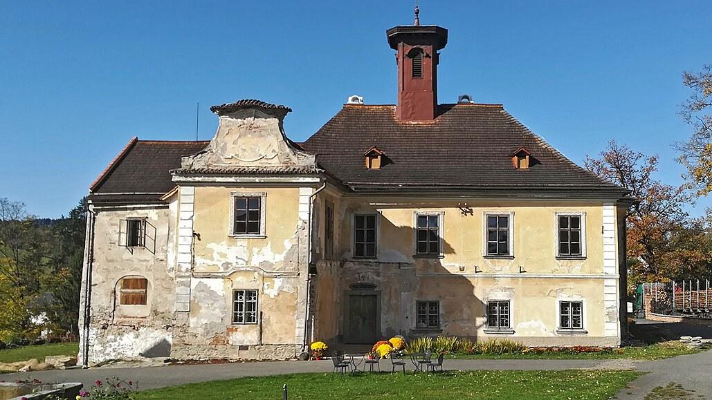 Rodina vše prodala a vrhla se do záchrany zapomenutého zámku Nemilkov