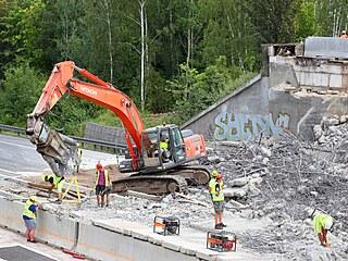 Silničáři kvůli komplikacím při demolici mostu nesplnili termín otevření...