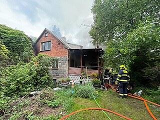 Hasiči zasahovali u požáru rodinného domu. (23. července 2021)