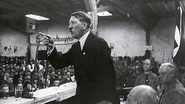 Adolf Hitler stanul v čele NSDAP přesně před 100 lety