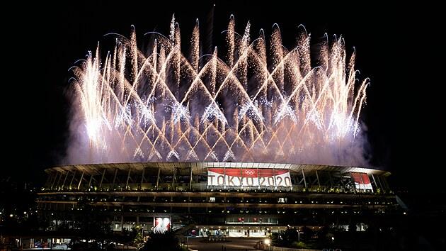 Zahajovací ceremoniál olympijských her zakončil velkolepý ohňostroj
