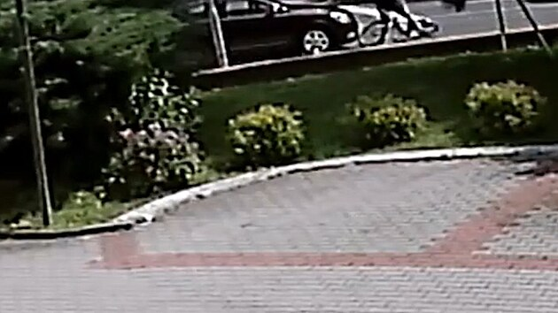 Řidič srazil chlapce na kole, promluvil s ním a odjel