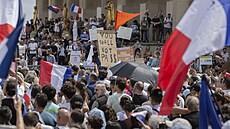 Proti opatřením protestovalo ve Francii přes 160 tisíc lidí. Došlo i na střety s policií