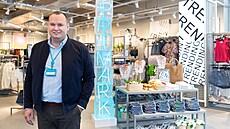 Čarování s nízkou cenou. Šéf Primarku vysvětluje, jak může prodávat tričko za 55 korun