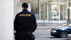 Falešní policisté a bankéři v Česku okrádají lidi. Šíří strach a paniku, covid jim v tom pomáhá