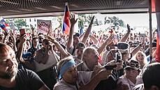Policie použila na demonstranty před slovenským parlamentem slzný plyn. Nezvládla situaci, zní ze sněmovny