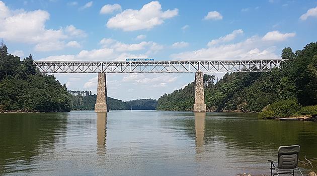 Na mostě je nyní omezená rychlost.
