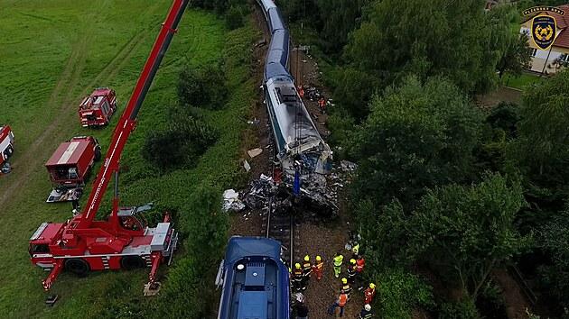 U Milavčí vyprošťují zdemolovanou lokomotivu