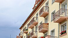 'Pro trpělivé investory.' Češi kupují byty i s jejich majiteli, senioři tam pak dožívají