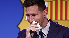'Messiho skřípl byznys větší než on sám.' Vynucený odchod z Barcelony pohledem ekonoma Kovandy