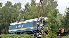 U Domažlic vyprostili po tragické nehodě zdemolovanou lokomotivu, na jeřáb museli dát závaží
