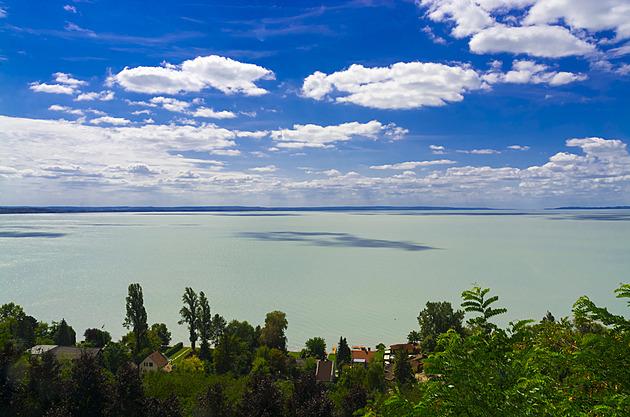 Zkuste Balaton i v září. Maďarské moře naplní vaše koupací i poznávací sny