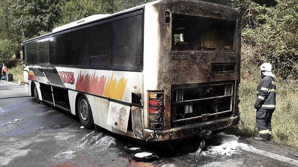Na Šumpersku hořel autobus se 41 cestujícími. Lidé se včas dostali do bezpečí