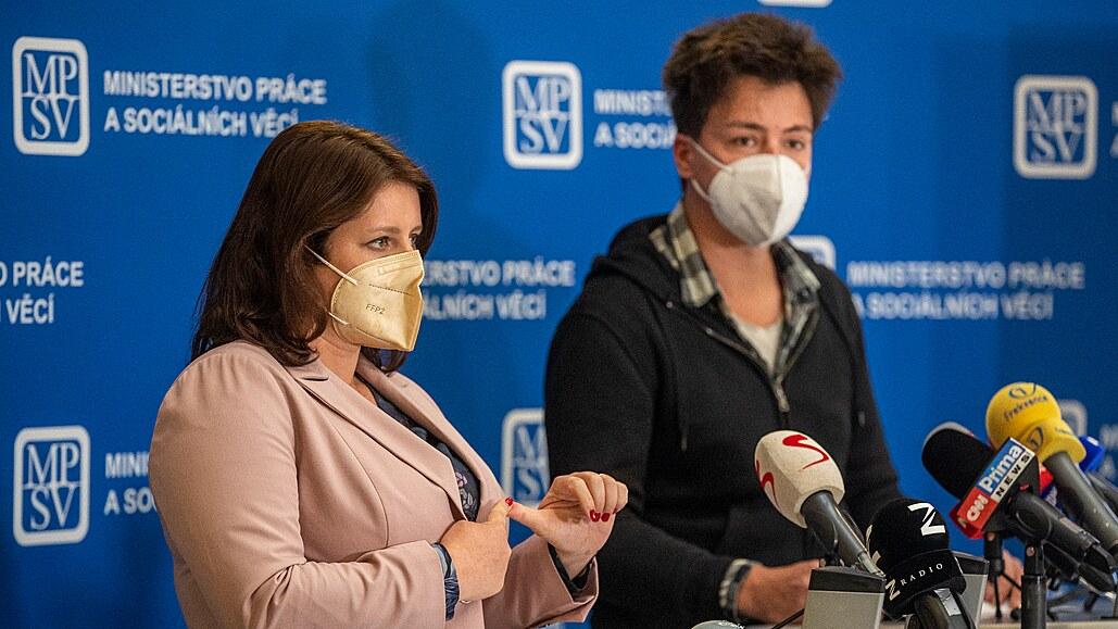 Tři čtvrtiny firem porušují zákon, řekla Maláčová. Hospodářská komora ji sepsula