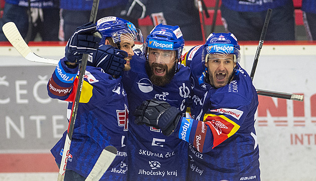 Hráči Českých Budějovic se radují z gólu. Zleva Ondřej Slováček, Milan Gulaš a Lukáš Pech.