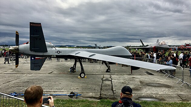 Bezpilotní Reaper a superstíhačka F-35 na Dnech NATO v Ostravě